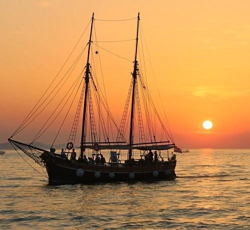 boat-cruise-sailing-boat-stag-croatia